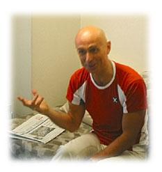 インタビューに応えるマエストロ・カリニャーニ