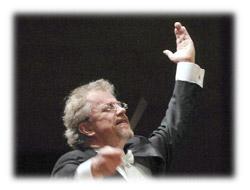 今月の読響12月・バンスカ指揮者の写真