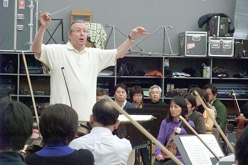 カンブルラン常任指揮者によるリハ開始の様子